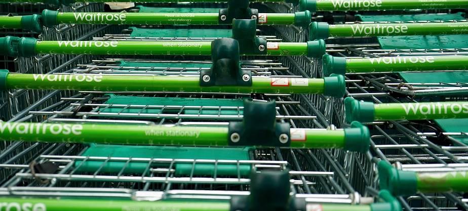 koszyki w supermarkecie
