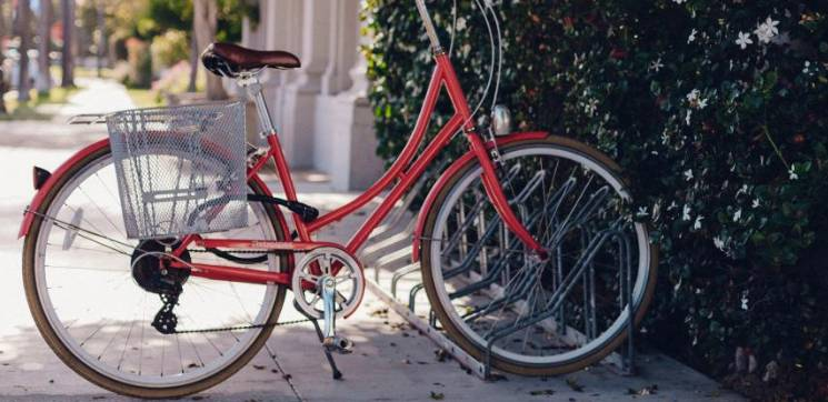 czerwony rower miejski damski